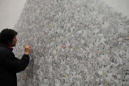 灰色の山(部分・制作中) 2009-2010 キャンバス、アクリル絵具 300×700cm © AIDA Makoto Courtesy Mizuma Art Gallery