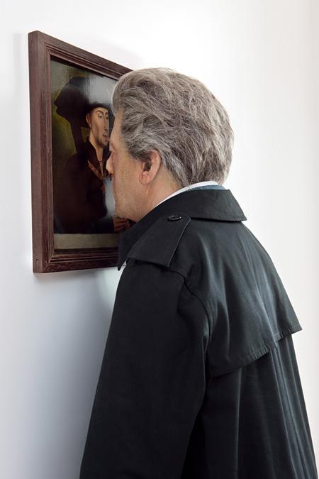 ヤン・ファーブル 《私自身が空(から)になる(ドワーフ)》 2007年 ADギャラリー 絵画:ロヒール・ファン・デル・ウェイデンの原画に基づく 《ブルゴーニュ公、フィリップ善良公 (1396-1467)の肖像》 ルーヴル美術館絵画部門、MI818 photo: Attilio Maranzano © Angelos / Jan Fabre
