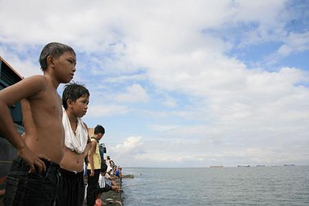 鉄屑と海と子どもたち©Copyright Bakal Boys 2009