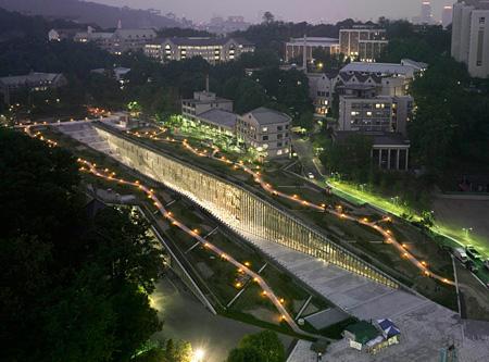 梨花女子大学、ソウル 2004-08 ©André Morin / DPA / ADAGP