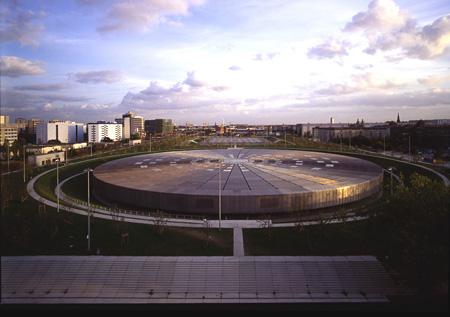 自転車競技場/オリンピック・プール、ベルリン 1992-99 ©Georges Fessy / DPA / ADAGP