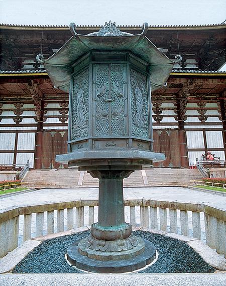 国宝・八角燈籠 奈良時代〔8世紀〕 東大寺蔵