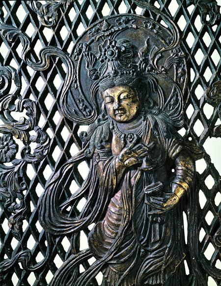 国宝・八角燈籠火袋羽目板 バッ子(ばっし)をかなでる音声菩薩(部分) 奈良時代〔8世紀〕 東大寺蔵 写真提供:奈良国立博物館