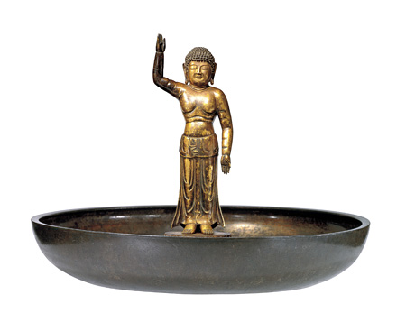 国宝・誕生釈迦仏立像及び灌仏盤 奈良時代〔8世紀〕 東大寺蔵 写真提供:奈良国立博物館