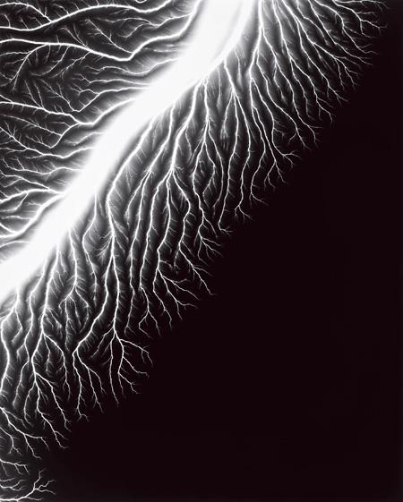 放電場128, 2009 ©Hiroshi Sugimoto / Courtesy of Gallery Koyanagi
