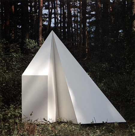 ソル・ルウィット『ピラミッド』1986