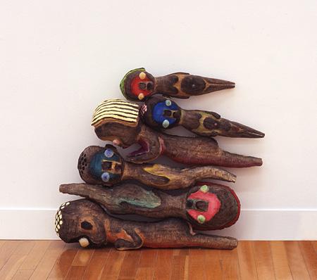 加藤泉『無題』2007年 木、アクリル絵具、木炭、シリコン h.65 x w.60 cm