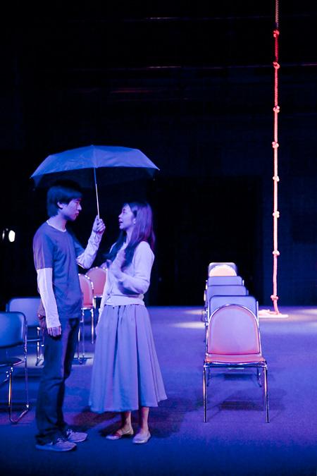 『迷子になるわ』(2010年11月公演)舞台写真 ©Megumi Nakaoka