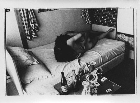 「愛の劇場」1965年頃 B & W プリント print size: 12.1 x 16.4 cm Courtesy of Taka Ishii Gallery
