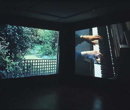 横溝静 《Forever (and again) 》 2003年 映像インスタレーション photo:Tatsuro Hirose(Geijutsu Sincho)