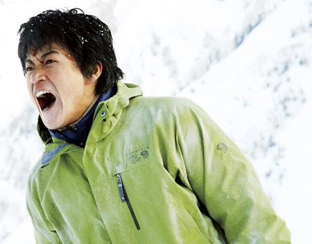 ©2011 「岳 -ガク-」製作委員会 ©2005 石塚真一/小学館