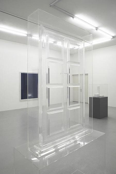マチュー・メルシエ 《無題》 2007年 アクリルガラス 190 x 120 x 50 cm 所蔵:ランゲ&プルト・ギャラリー Photo: Sully Balmassière © ADAGP, Paris & SPDA, Tokyo, 2011