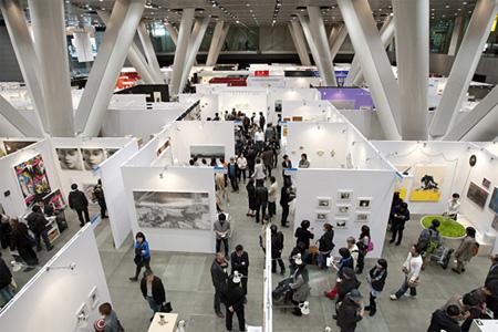 アートフェア東京2010 会場風景 Photo by 岩下宗利
