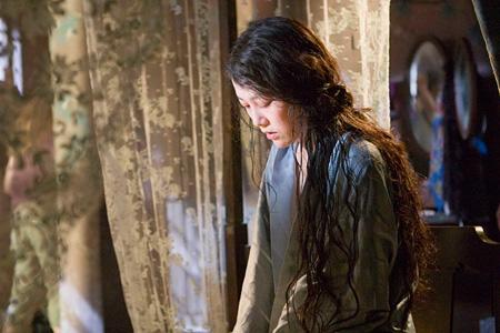 謎の女スミコ役の菊地凛子