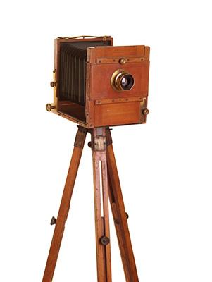 撮影に使用されたカメラ ©Musée Albert-Kahn - département des Hauts-de-Seine.