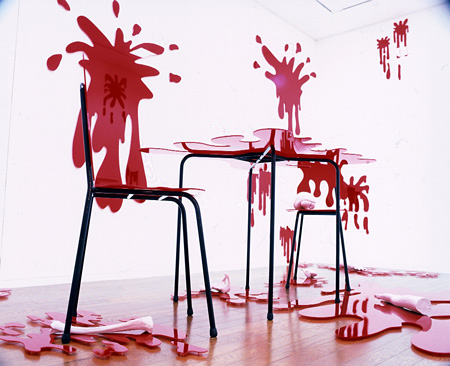 """""""Help!"""" 2000. 400X300X270 cm. Pink silicone objects, red plastic and metal.(参考作品)"""