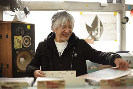 『DESIGNER'S DIGGIN'』撮影風景より 伊藤桂司