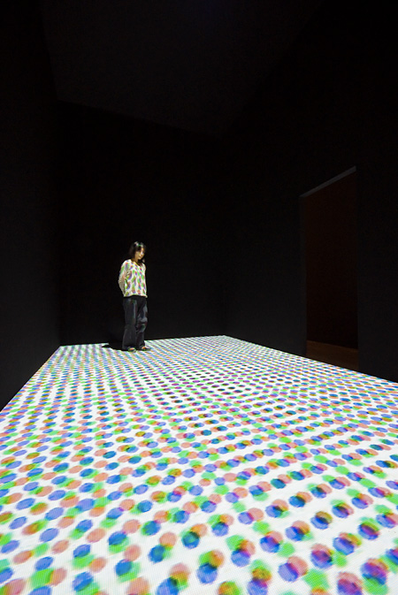 《Dot Movie, 2009, Courtesy of SCAI THE BATHHOUSE and Gallery Nomart