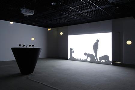 《とおくてよくみえない》2011年 広島市現代美術館での展示風景 撮影:中尾俊之(CACTUS)