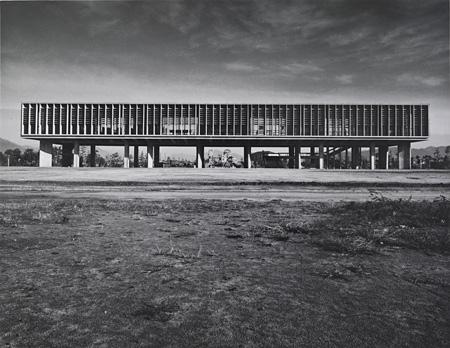 丹下健三 《広島ピースセンター》 1955年 撮影:石元泰博