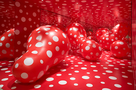 Dots Obsession 2009, installation view: Heyward Gallery, London ©YAYOI KUSAMA