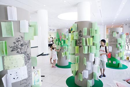 宮田篤《ことばの森》2010 撮影:元圭一(CACTUS)写真提供:広島市現代美術館