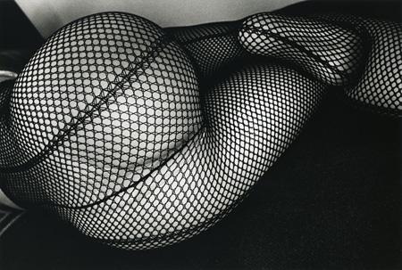 森山 大道 「タイツ」 1987-2011年 B & W プリント ©Daido Moriyama / Courtesy of Taka Ishii Gallery