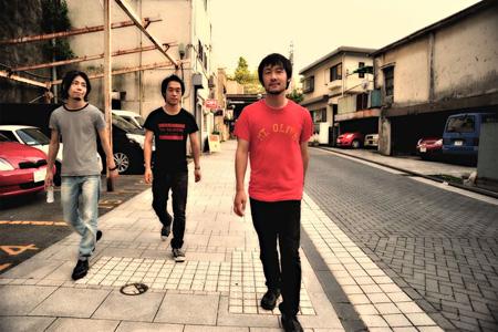 LOSTAGE(右:五味岳久)