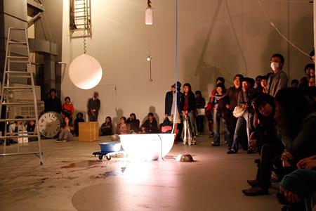 横浜国際映像祭2009 オープニングパフォーマンス『停電EXPO』風景 撮影:木奥恵三