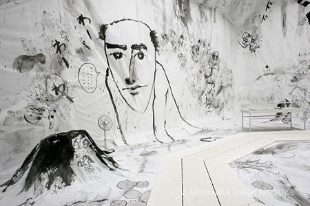 しりあがり寿『オレの王国、こんなにデカイよ』 横浜美術館のでの展示 撮影:菅谷守良 提供:横浜美術館