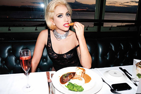 写真集『LADY GAGA×TERRY RICHARDSON』 より Copyright ©2011 by Ate My Heart, Inc. and American International Productions LLC.