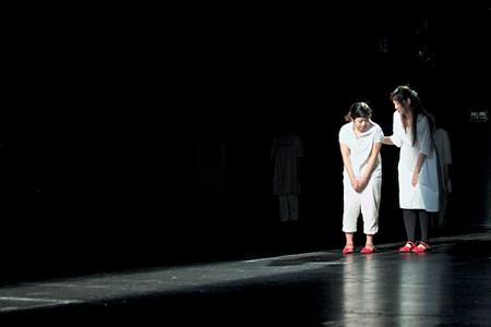 ままごと『あゆみ』舞台写真(撮影:羽鳥直志)