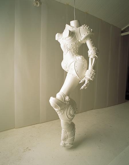 イ・ブル 《サイボーグ W1》 1998年 シリコン、ポリウレタン、塗料用顔料 185 x 56 x 58 cm 所蔵:アートソンジェ・センター、ソウル