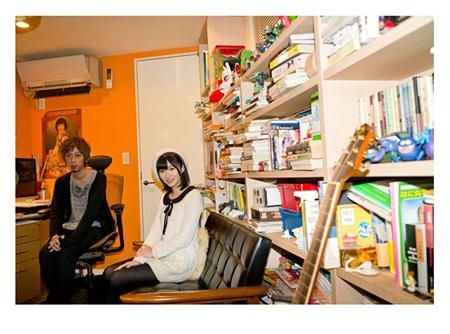 『SWITCH』VOL.30 NO.2より 左から浅野いにお、指原莉乃(AKB48)
