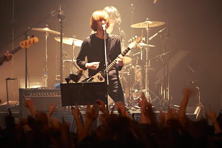 2011年12月9日の東京・新木場STUDIO COASTワンマンライブより