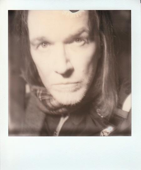 デヴィッド・シルヴィアンが初の写真展『glowing enigmas』を開催