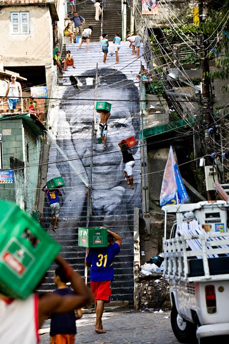 JR 28 ミリ、女性たちこそがヒーローより プロヴィデンシアの貧民街 2008 リオ・デ・ジャネイロ