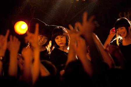 4月15日に東京・下北沢SHELTERで行われたライブ『Killer BiS〜「IDOL」リリース記念パーティー〜』の模様
