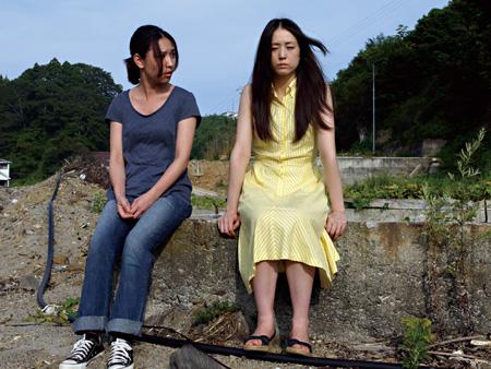 『ギリギリの女たち』 ©2011 モンキータウンプロダクション/映画「ギリギリの女たち」製作委員会