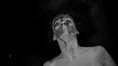 『ムカデ人間2』 ©2011 SIX ENTERTAINMENT