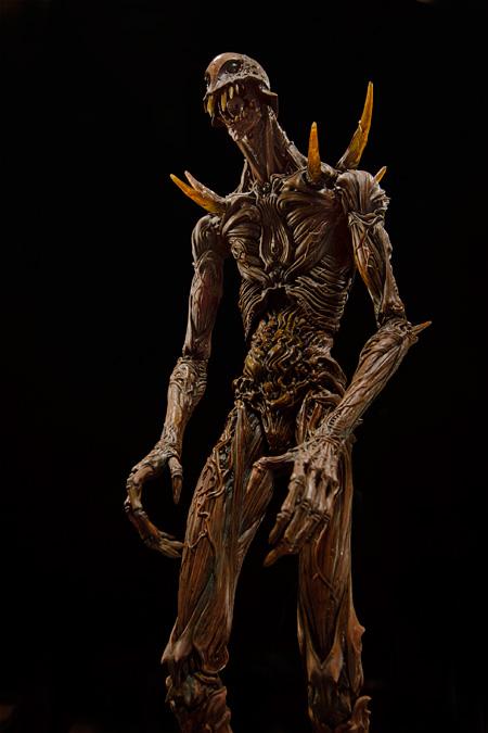「巨神兵像」竹谷隆之作 ©2012 二馬力・G