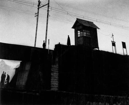 『停車所の見える風景』1931年頃 ©Shoji Ueda office 2012
