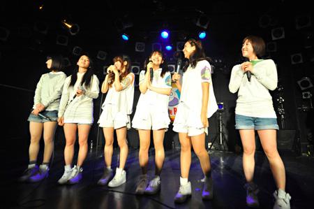 2012年6月9日神奈川・横浜Cafe Vacatinで開催されたイベント『tengal6 緊急ファンミーティング「横浜からですが大事なお知らせが」』の模様