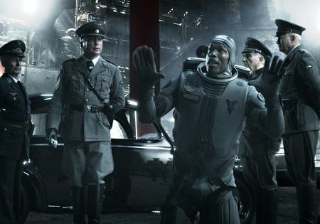 『アイアン・スカイ』©2012 Blind Spot Pictures,27 Film Productions , NewHolland Pictures.ALL RIGHTS RESERVED.