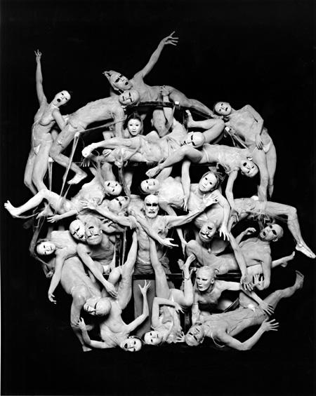 大駱駝艦・天賦典式 創立40周年公演 『ウイルス』イメージビジュアル 撮影者:荒木経惟