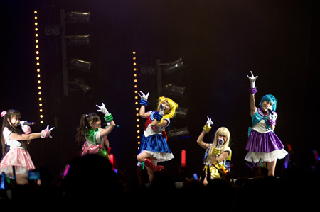 7月6日に開催された『SAILOR MOON 20TH ANNIVERSARY STAGE FEATURING MOMOIRO CLOVER Z』の模様