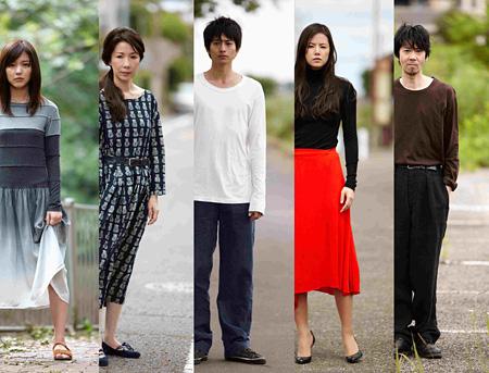 左から、真野恵里菜、伊藤蘭、向井理、小西真奈美、手塚とおる