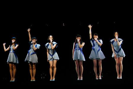 7月23日に開催されたライブイベント『氷結 SUMMER NIGHT』に立体3D映像と共にサプライズ出演したPerfume