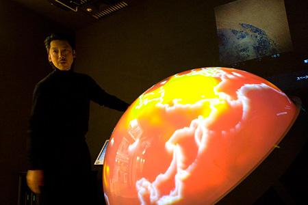 竹村真一氏(京都造形芸術大学教授。Earth Literacy Program代表)写真提供:触れる地球プロジェクト