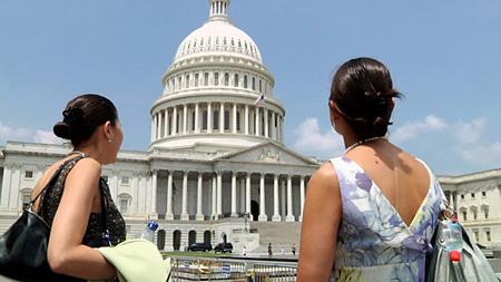 難病を乗り越えた双子の姉妹、アナベルとイサベルの記録映画『ミラクルツインズ』
